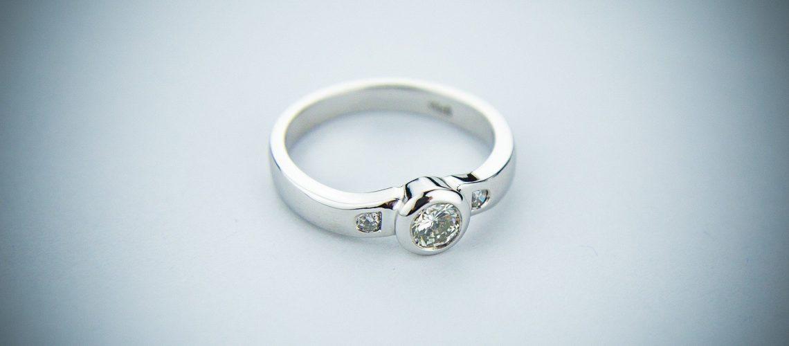 engagement-ring-2093824_1920