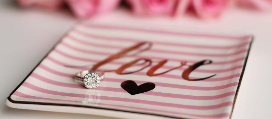 love-2042101_1920